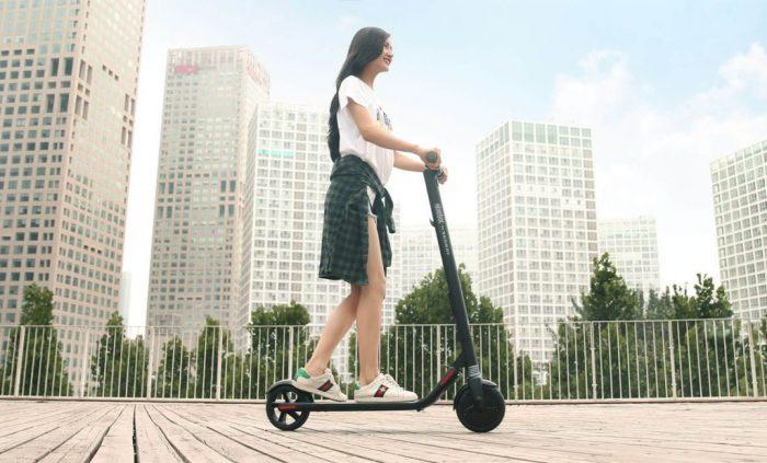 Segway-Ninebot-KickScooter-ES1-fondo-Barnageek